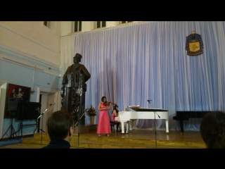играет Полина СЕНАТУЛОВА, молод муз фест клас муз, нояб 2017