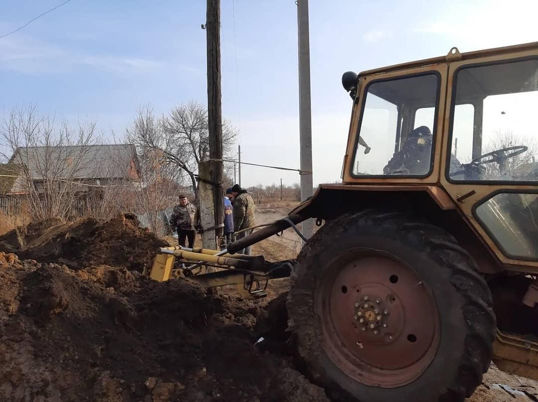 В селе Новая Усть-Уза Берёзовского муниципального образования Петровского района проводится ремонт водопровода