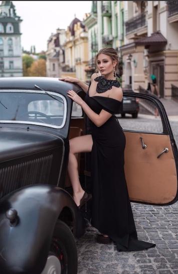 Цнота за будинок: ще одна 19-річна українка продає перший інтим із нею (ФОТО)