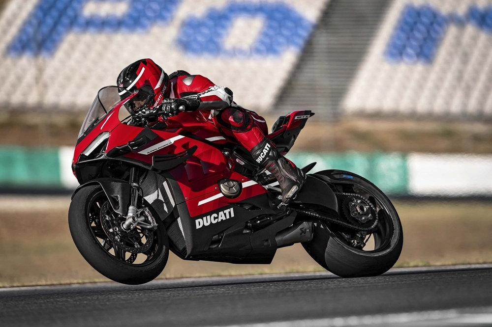 Супербайк Ducati Superleggera V4 2020