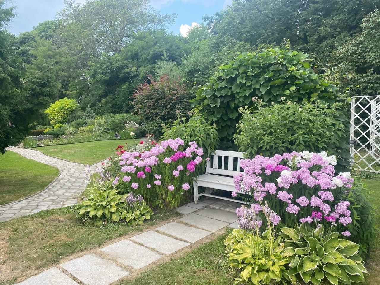 7 сентября – день памяти ХК «Локомотив». Ботанический сад будет открыт для всех желающих