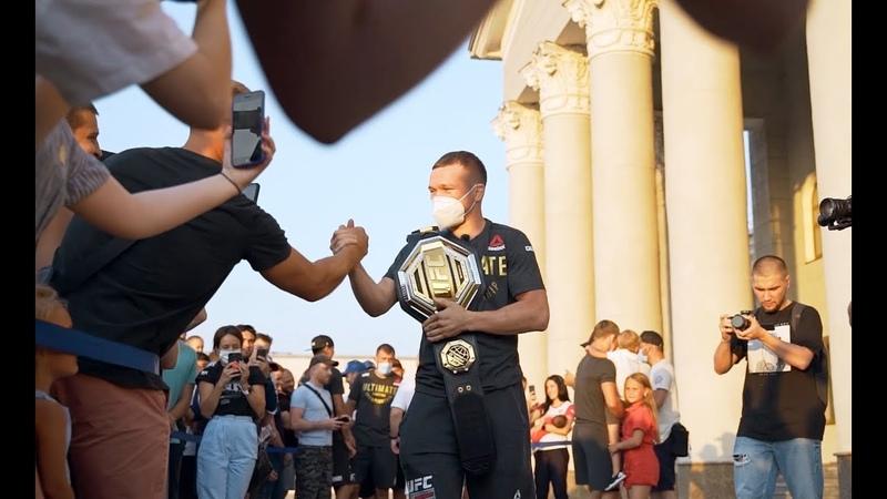 Петр Ян Сейчас я отдохну немного и мы опять начнем атаку Как чемпиона UFC встречали дома