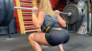 Сильные девушки и тяжелая атлетика