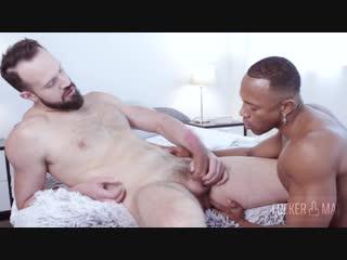 Гей секс порно мужик выебал мускулистого негра большим членом и кончил ему на грудь gay porn monster cock interracial big dick c
