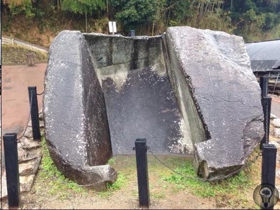 Малоизвестные мегалиты Японии, удивительных форм и непонятного предназначения Япония - сама по себе загадочная страна. Тем удивительнее поклонение японцев древним мегалитам, которых, как