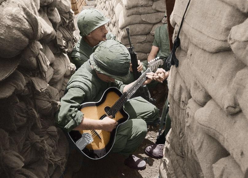 Спой солдат, как сможешь, спой!