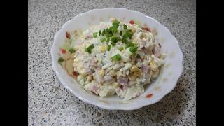 Салат с кукурузой рисом, крабами и ветчиной