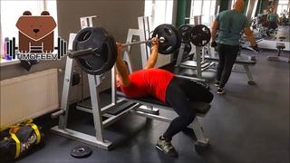 Жим лёжа 130 кг 10*2 и приседания со штангой 150 кг 10*2  года.