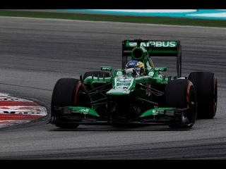 F1 2013 - Caterham Unchained - e09: Charles Pic calls into the factory and the paint shop has a spray surprise