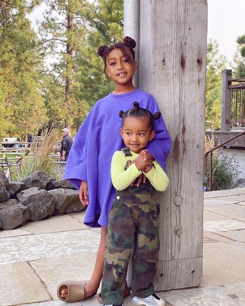 Ким Кардашьян поделилась фотографиями своей семьи
