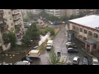 ненастье в Тюмени. Ветер разобрал крышу у прокуратуры Тюменского района