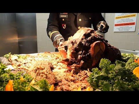 Обед на День Благодарения на базе Армии США