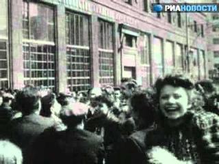 Советский народ празднует День Победы 9 мая 1945.