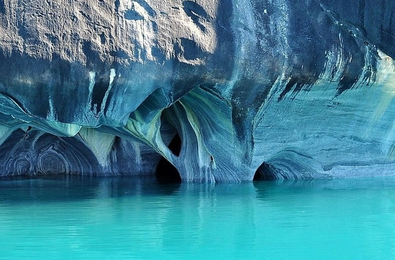 На границе между Чили и Аргентиной находится одно из самых красивейших мест нашей планеты - Мраморные пещеры Чиле-Чико, изображение №5