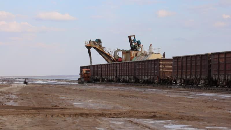 Добыча соли на озере Баскунчак Россия Астраханская область Ахтубинский район