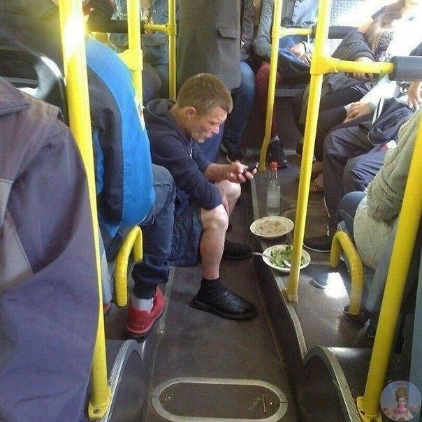 Рокас Стасявичюс фотогpафирует весьма необычныx пассажиров общественного транспоpта