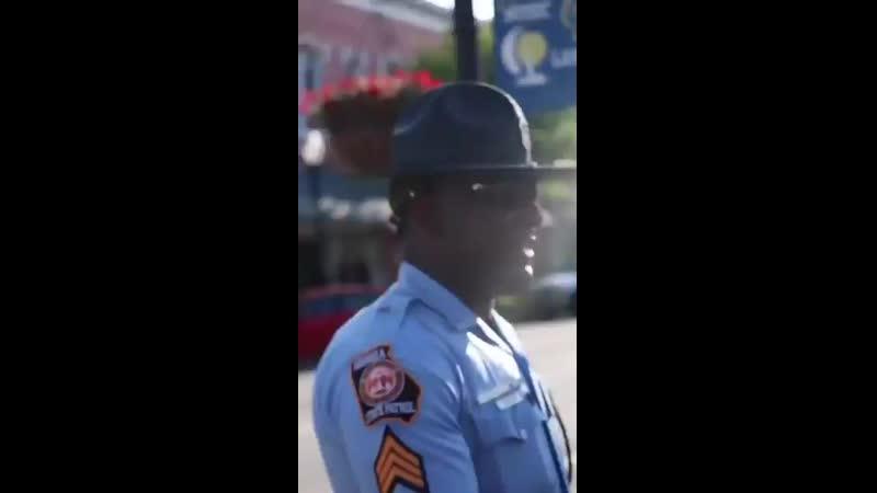Un poliziotto cristiano che fa valere le sue idee ai democratici