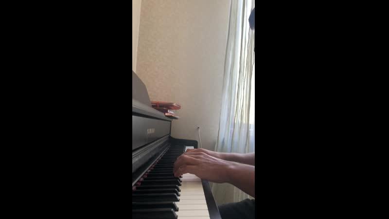 Админ играет на пианино Доки но сакура Это не из аниме