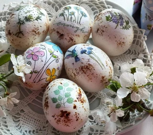 декоративные пасхальные яйца, из чего можно сделать пасхальное яйцо, пасхальные яйца своими руками пошагово, декоративные яйца с лентами, декоративные яйца с докупающем, декоративные яйца из бумаги, декоративные яйца из бисера, декоративные яйца в домашних условиях декоративные яйца идеи фото, пасхальные яйца картинки, пасхальные украшения своими руками пошагово, пасхальные сувениры, пасхальные подарки, своими руками, пасхальный декор, как сделать декор на пасху, пасхальный декор своими руками, красивый пасхальный декор в домашних условиях, Мастер-классы и идеи, Ажурное бумажное яйцо к Пасхе, Декоративные пасхальные яйца в виде фруктов и овощей,, «Драконьи» пасхальные яйца (МК) Идеи оформления пасхальных яиц и композиций, Имитация античного серебра на пасхальных яйцах, Мозаичные яйца, Пасхальный декупаж от польской мастерицы Asket, Пасхальные мини-композиции в яичной скорлупе,, Пасхальные яйца в декоративной бумаге, Пасхальные яйца в технике декупаж, Пасхальные яйца, оплетенные бисером, Пасхальные яйца, оплетенные нитками, Пасхальные яйца с ботаническим декупажем, Пасхальные яйца с марками, Пасхальные яйца с тесемками и ленточками, Пасхальные яйца с юмором, Скрапбукинговые пасхальные яйца, Точечная роспись декоративных пасхальных яиц, Украшение пасхальных яиц гофрированной бумагой, Яйцо пасхальное с ландышами из бисера и бусин, Декоративные пасхальные яйца: идеи оформления и мастер-классы,http://handmade.parafraz.space/, Пасха, рукоделие пасхальное, яйца пасхальные, декор яиц, декор пасхальный, подарки пасхальные, мастер-класс, декупаж, бумага, оклейка, декор из бумаги.Украшение пасхальных яиц http://prazdnichnymir.ru/