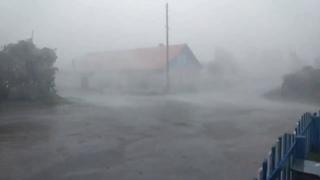 В Архангельской области ураган повредил почти 100 домов.  Самый сильный удар непогоды пришелся на Пи