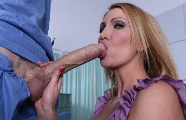 Ella Knox Big Natural Tits Bounce As She Sucks The Big Cock