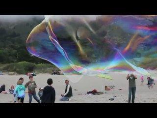 Giant Stinson Beach Bubbles (Canon 550D).flv