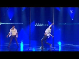 Профессиональный мужской pole dance