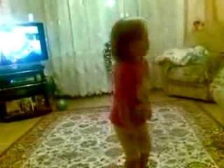 Девочка ругает родителей!