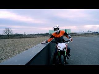 Stuntriding от Rok Bagoros на KTM DUKE 125 (Dub Step) 2011 - Мотоциклы и мотоциклисты | Yamaha | Ktm | Honda | Suzuki | Ducati | Bmw | Kawasaki | Стантрайдинг | Трюки | Слет | Дрифт | Прохват | Дтп | Прикол | Мото | Гонки | Драг |