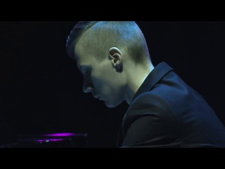 16 летний юноша Алексей Романов. Пианист самоучка без кистей рук.