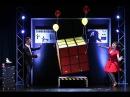 Zauberer MAGIC MAN lässt in Zaubershow Rubiks Cube schweben in dem die Assistentin erscheint!