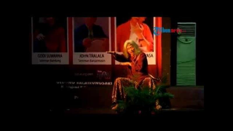 Sajak Godi Suwarna Pukau Penonton di Balairungsari Taman Budaya