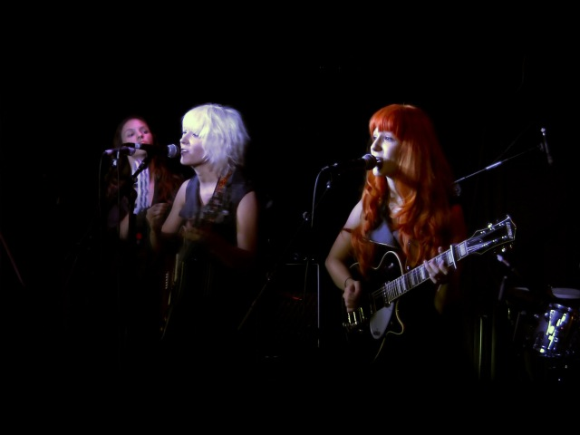 Day Tripper - MonaLisa Twins (The Beatles Cover) live!