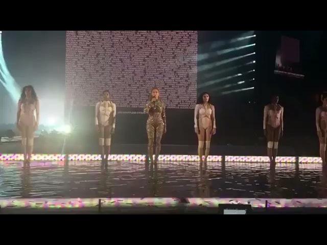Beyoncé Moment of silence for Alton Sterling and Philander Castile Formation World Tour