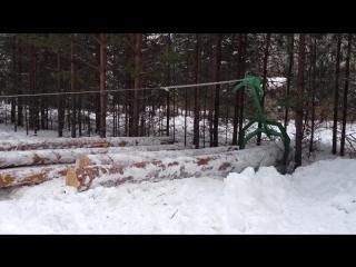 Телега для добычи и перевозки леса и квадроцикл