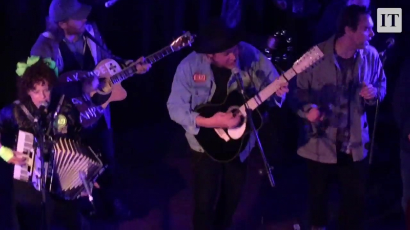 Arcade Fire - Creature Comfort (Acoustic Version) / Secret gig in Whelan's