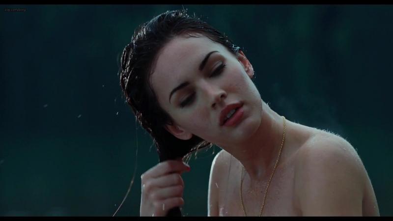 Меган Фокс ( Megan Fox) и Аманда Сайфрид ( Amanda Seyfried) голые в фильме