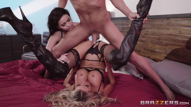 /  Aaliyah Hadid & Courtney Taylor (Showing Her The Ropes /  [2018 г., Big Tits,Big T