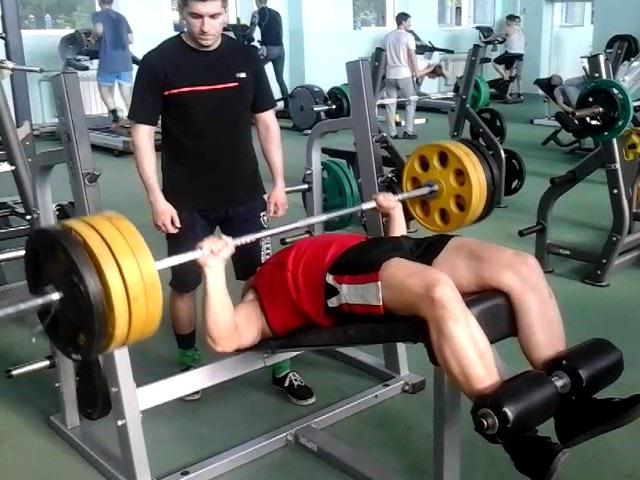 08 июня СК Блюминг Обратнонаклонный жим лёжа 140 кг х 9 повт