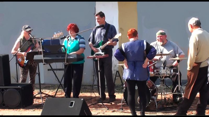Донецк ул Раздольная концерт для соседей от Лилии и Влада Манаевых при участии муз бэнда Чулковские Танцы 1мая 2017 года