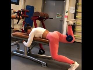 Christina Strom Fjaere - отведение ноги с гантелей
