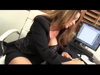 Зрелая начальница трахает охранника в офисе mature old milf busty woman sex fuck hot horny tit (Инцест со зрелыми мамочками 18+)