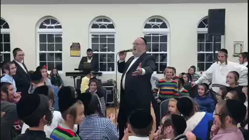 Michoel Schnitzler takes Boche to the next level מיכאל שניצלער באכע בשמחת בית השואבה