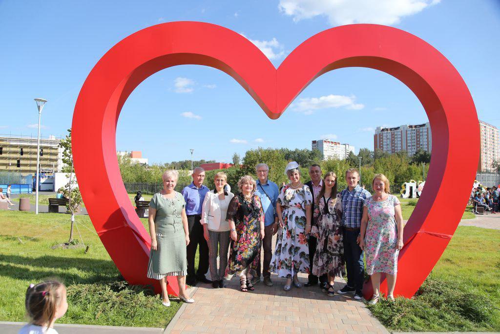 Аллею влюбленных в Некрасовке торжественно открыли после благоустройства
