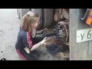 23-летняя москвичка за баранкой большегруза, больше известная как Татьяна КамАЗистка