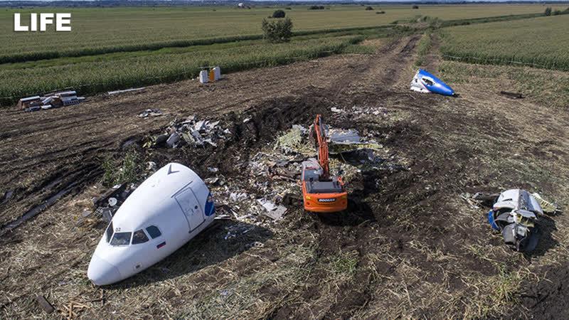 Airbus 321 увозят с кукурузного поля. Стрим с Дрона