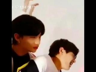 Hyunjin kissed jeongin's neck
