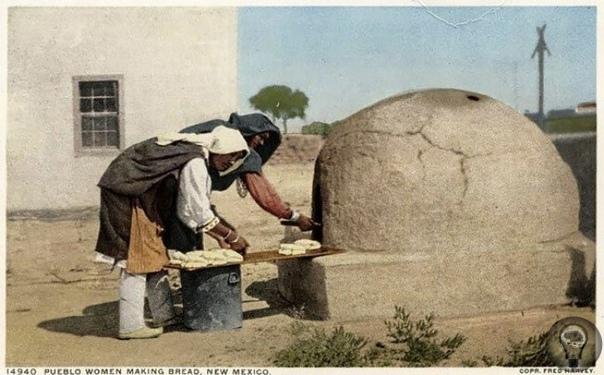 ПОВСЕДНЕВНАЯ ЖИЗНЬ КОРЕННЫХ НАРОДОВ США В ПОЧТОВЫХ ОТКРЫТКАХ XX ВЕКА Вашему вниманию представлена коллекция почтовых открыток, посвященная индейцам навахо, хопи, пуэбло и черноногим. На