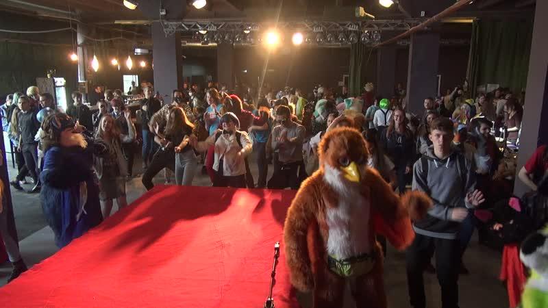 Танцы под-Foxy