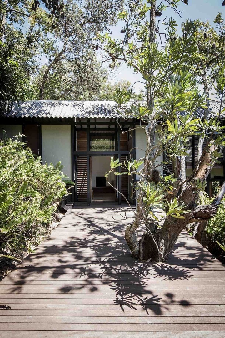 Andresen and O'Gorman, Mooloomba House, North Stradbroke Island